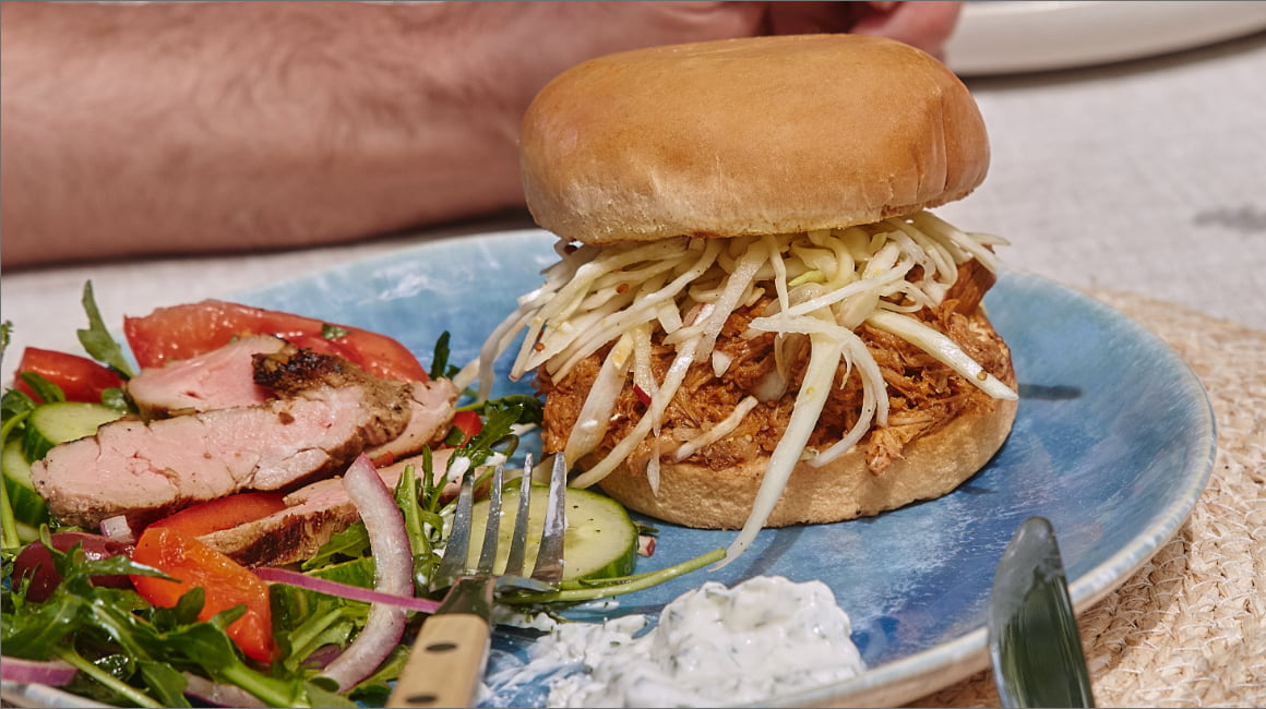 Barbecue pulled pork burgers from Ricardo